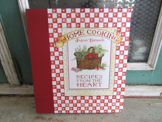 Red Heart Deluxe Recipe Binder with Magnets